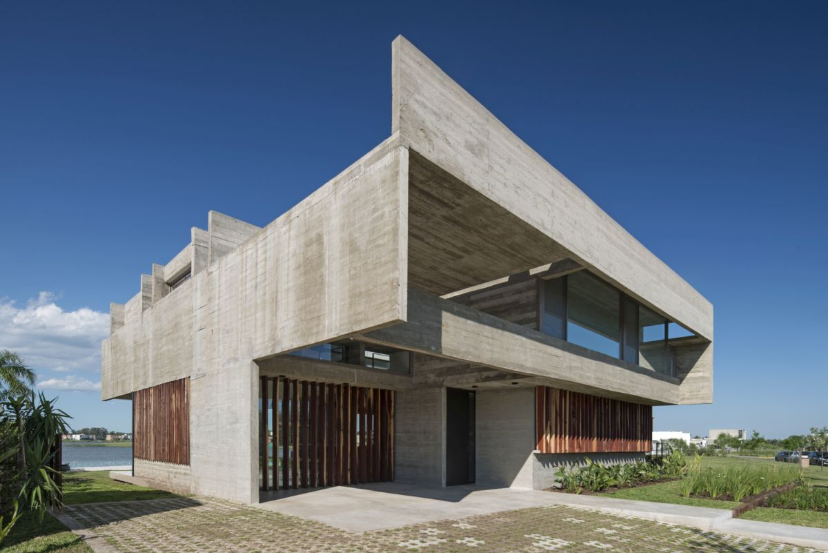 The roof has a surprisingly lightweight appearance and gives the house a sculptural look