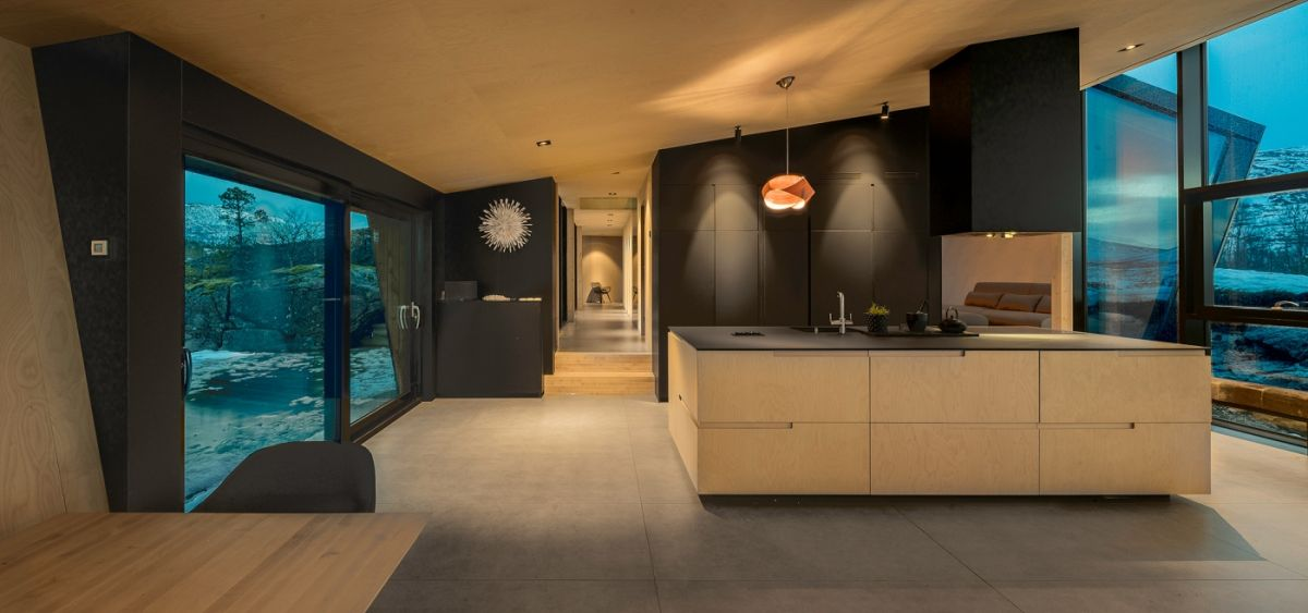 Inside, the volumes are very warm and welcoming, with the design focusing around the views