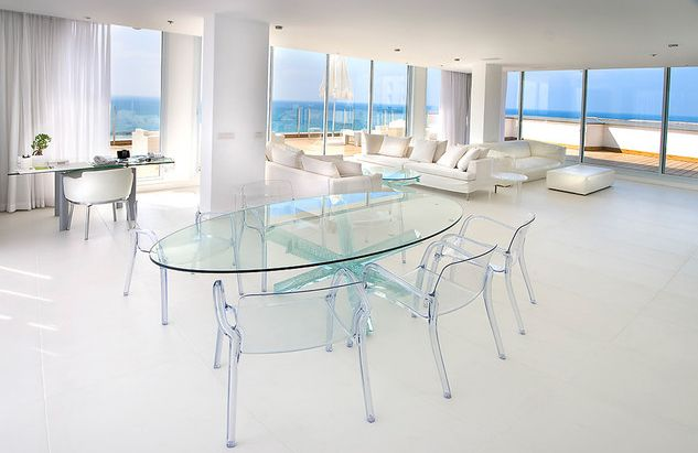Full glass oval dining table