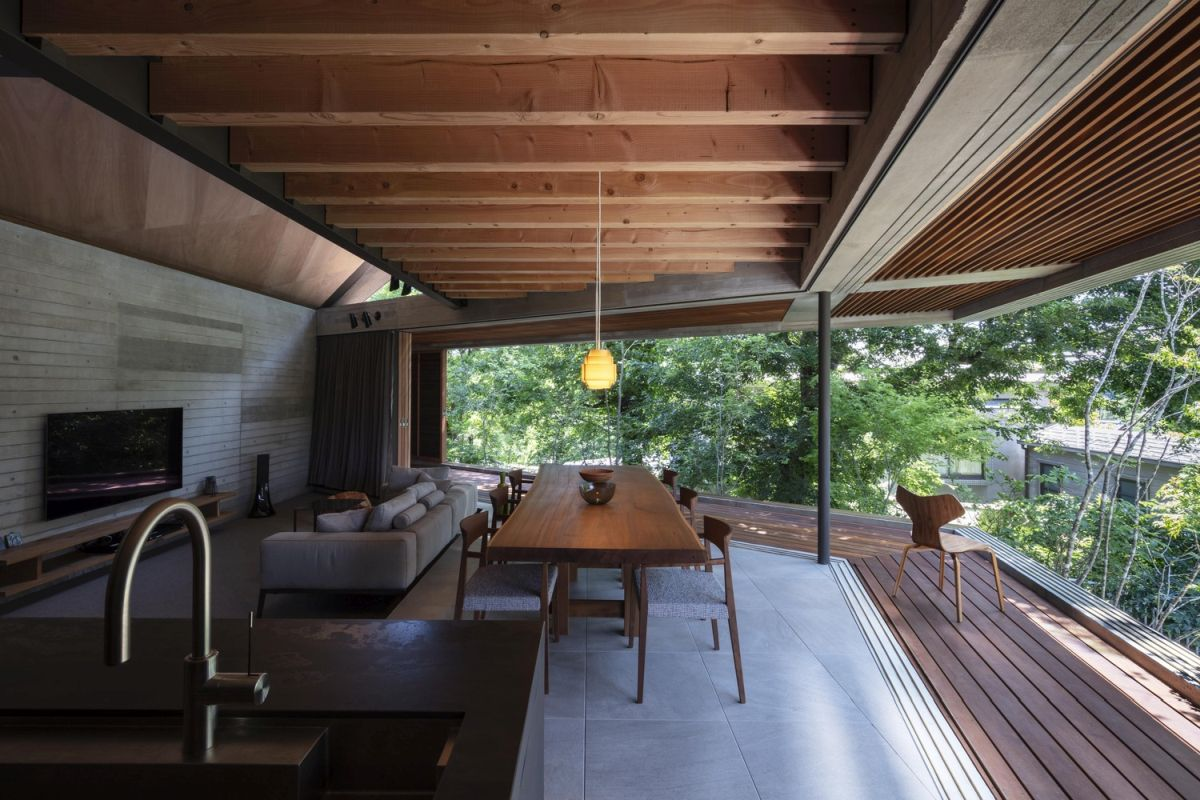 The materials, finishes and colors used throughout the house are simple and give an organic vibe