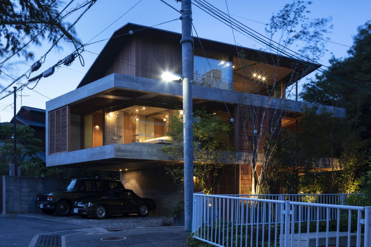 The cantilevered sections give the house a dynamic and modern appearance