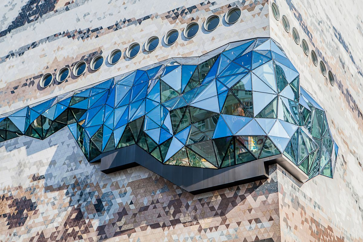 There are numerous such glass sections throughout the building, all featuring multifaceted glass facades