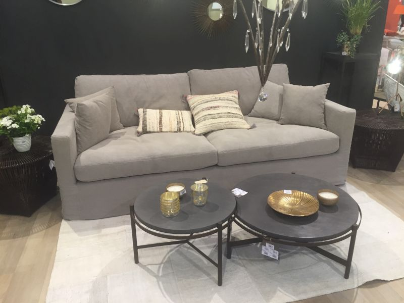 Gold accents for coffee table decor