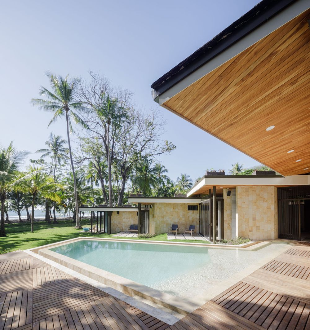 Casa Caracali has a more linear floor plan and all its rooms have sliding doors
