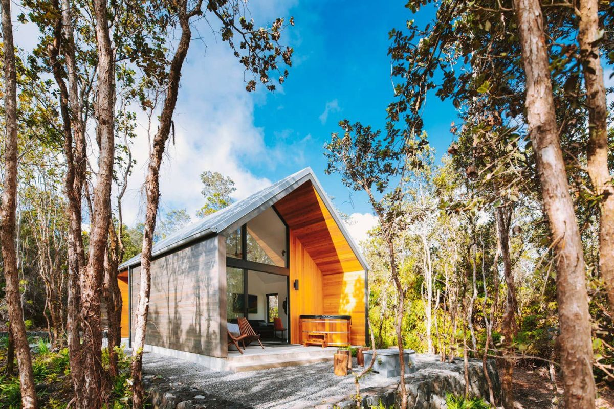 The cabin as a whole is modern, simple and beautifully integrated into its natural surroundings