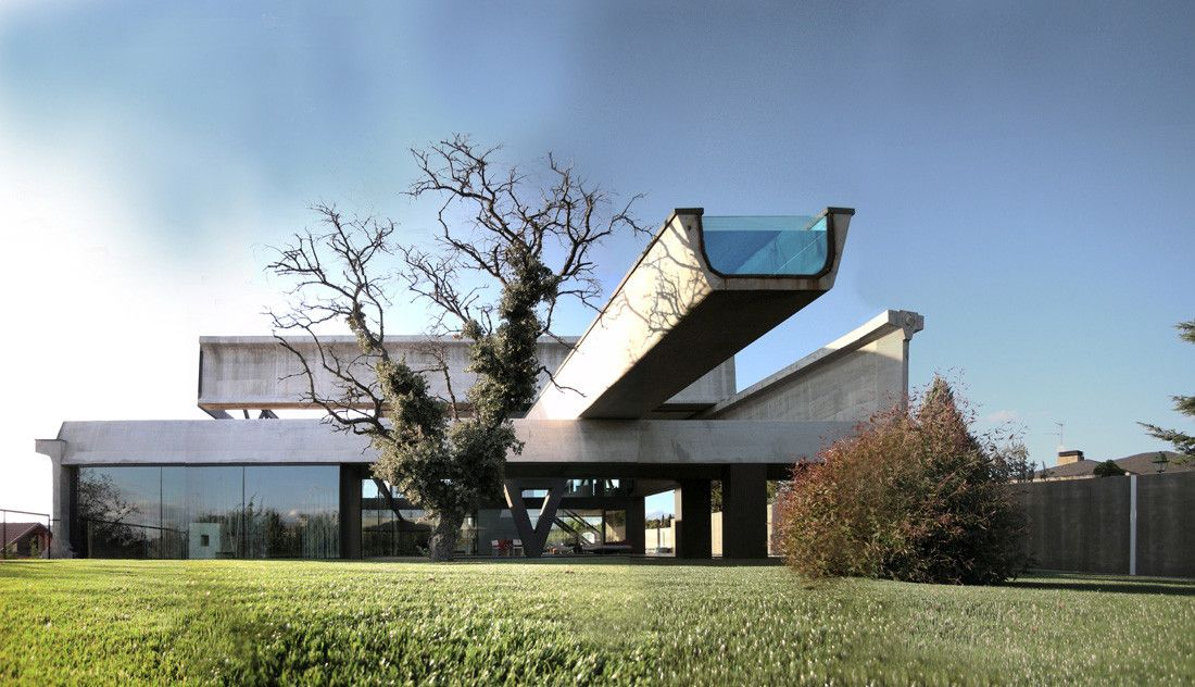 Hemeroscopium House by Ensamble Studio with a cantilever swimming pool
