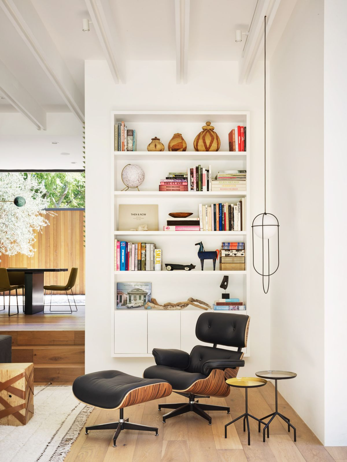 The interior rooms and seamlessly morphed into various large spaces with homogenous floor plans