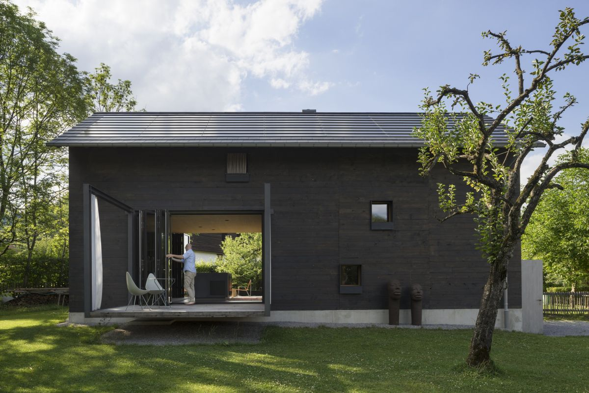 The overall geometry of the house is simple which adds a nice minimalistic touch to the design