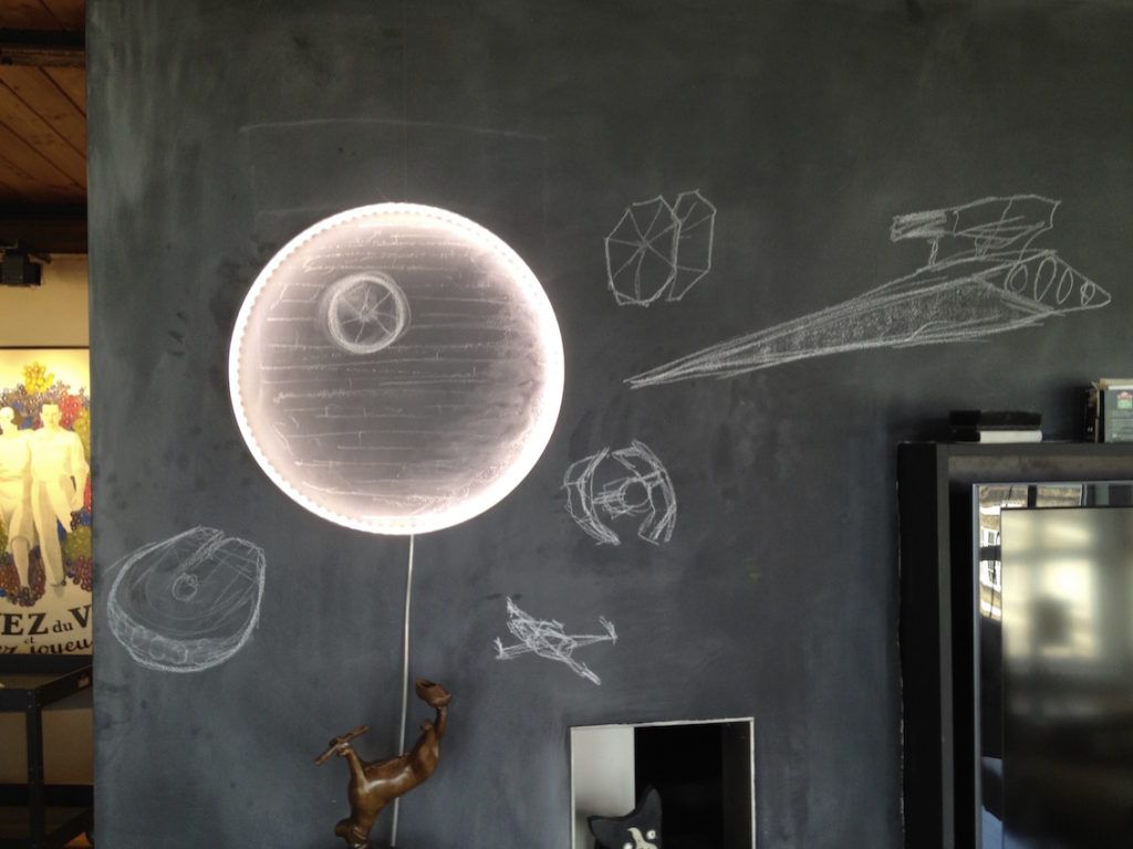 The Hoop Light is also an aluminum circle. When lit, it highlights irregularities on the surface of the wall.