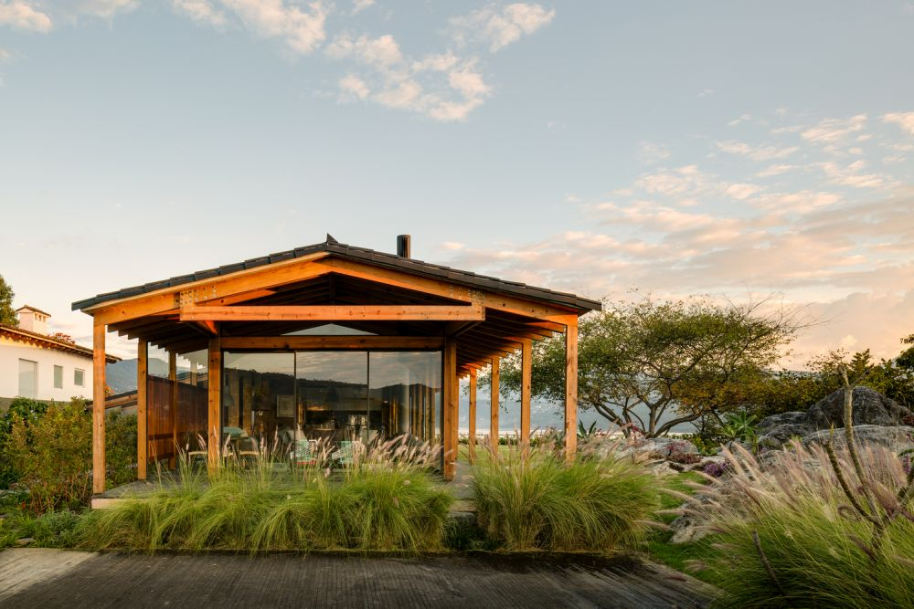 The house takes full advantage of its location and the magnificent surroundings