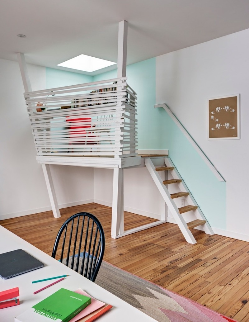 The study has its own little balcony, perfect for breaks and for enjoying the views and fresh air