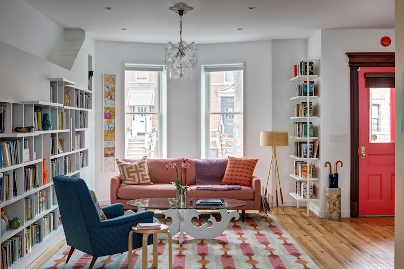 The living area is bright, open and has a very cozy and inviting decor and chromatic palette