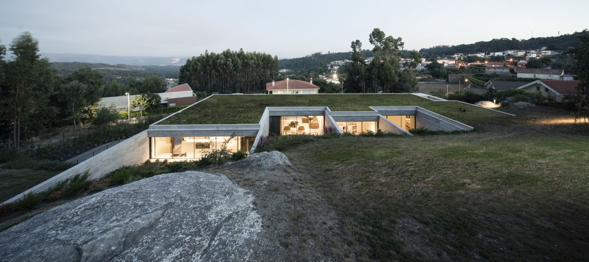 The site is fairly isolated from the rest of the neighboring structures which gives the house lots of privacy
