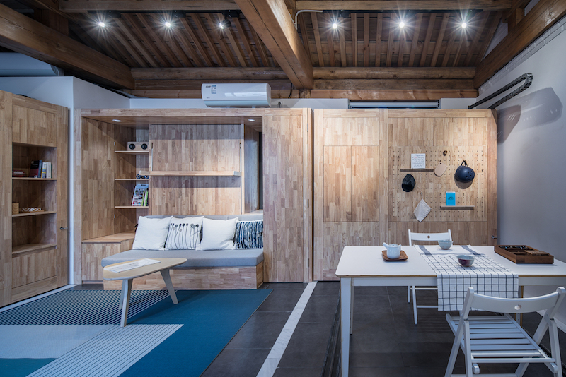 The interior is very small and the design is multifunctional and furnished with two modular units