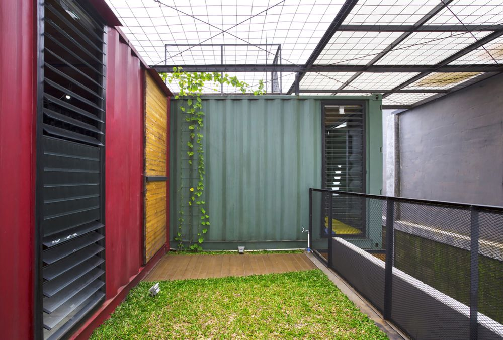 There's an unexpectedly close connection with the outdoors visible all throughout this modern house
