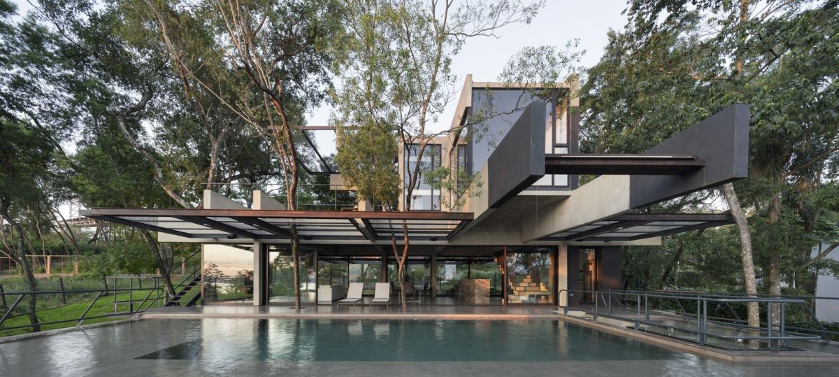 Given the house's overall structure, it's rather difficult to distinguish the indoor from the outdoor
