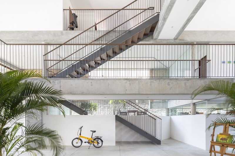 Large and eye-catching staircases are an important element in the design and structure of the house
