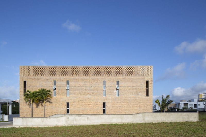 One of the facades featured tall and narrow windows which ensure an increased level of privacy