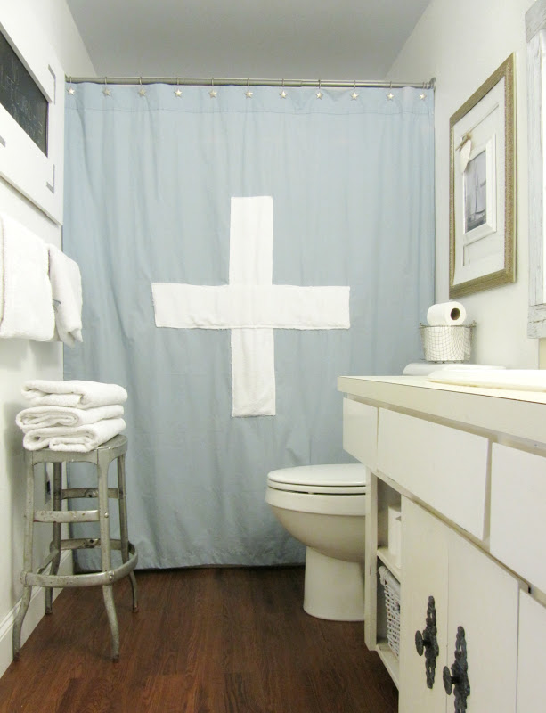 Keep Graphic Designs On Shower Curtains Big and Simple