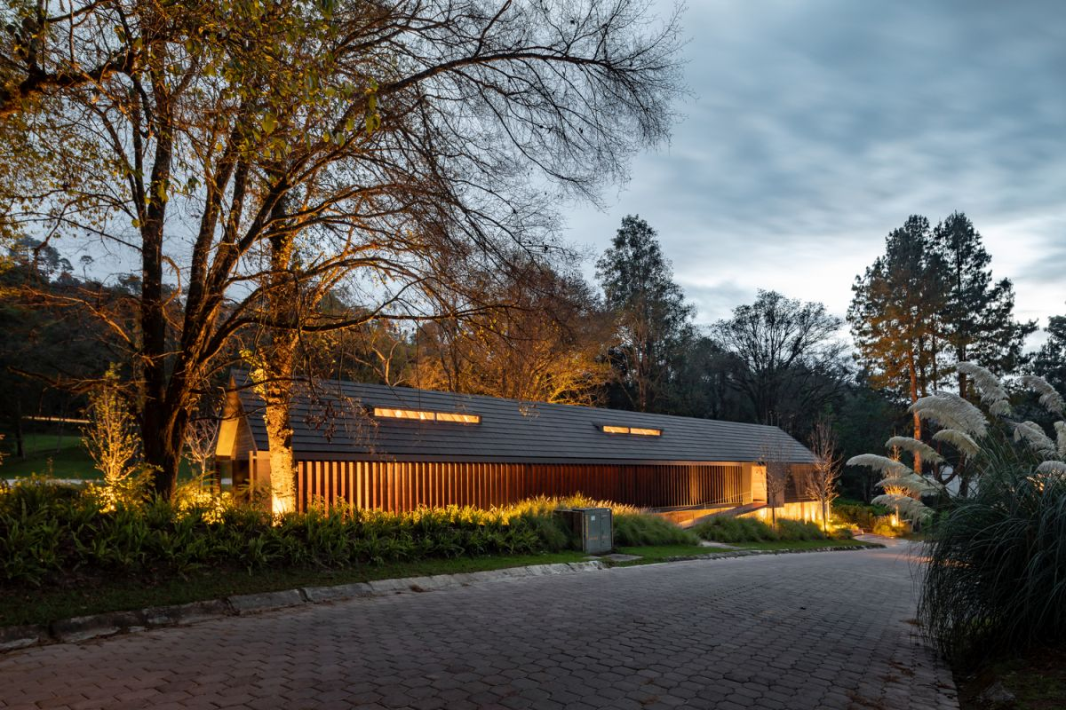 The house maintains a low profile which allows it to blend in with the surroundings