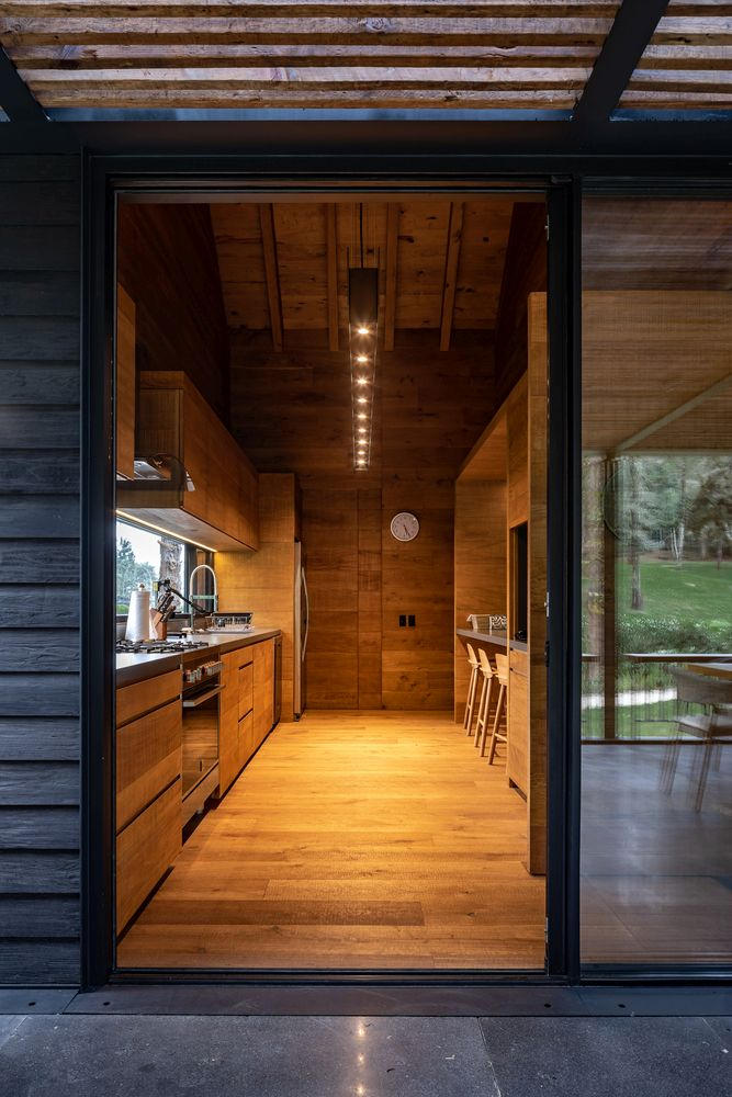 Has kitchen has easy access outside through a sliding glass door