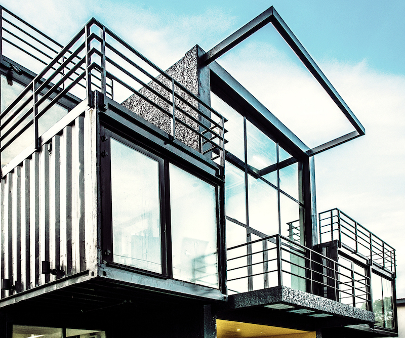 There are numerous small terraces on various levels. They give the building a dynamic look
