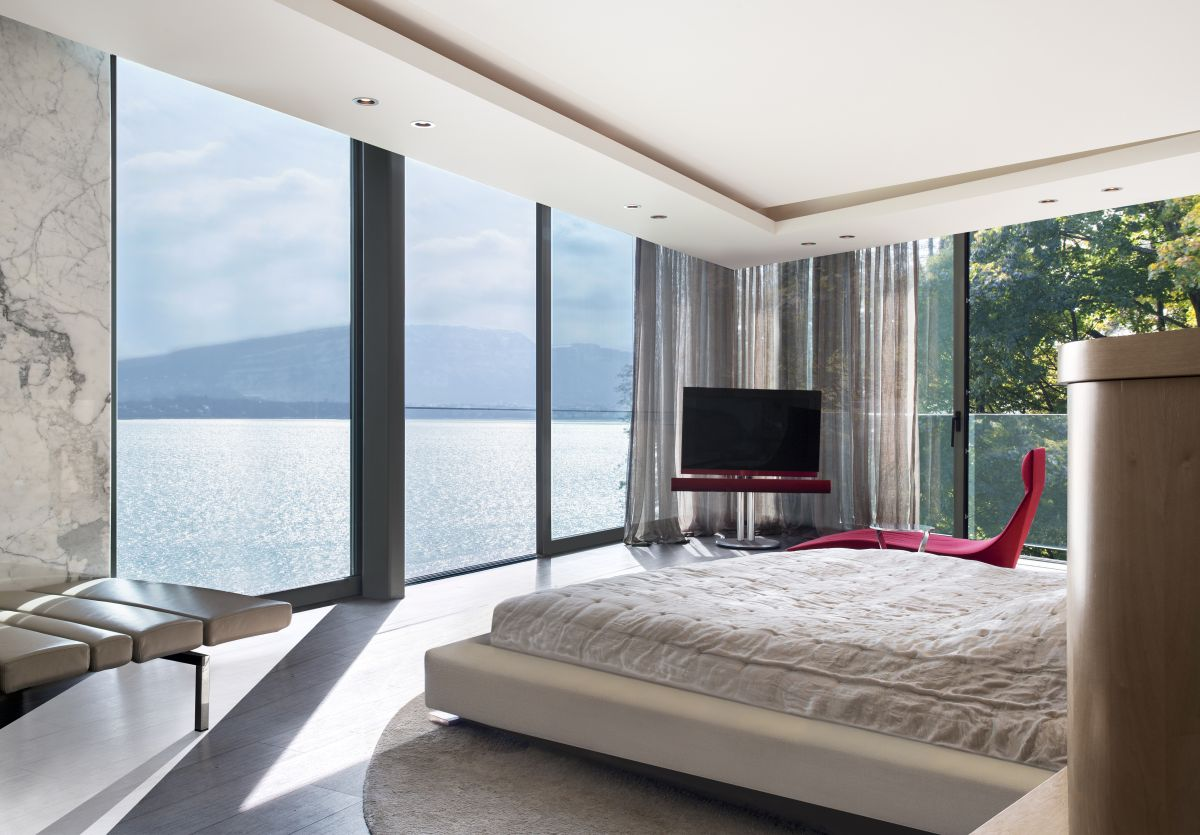 The simplicity of the interior design and decor is complemented by the vibrant beauty of the lake views