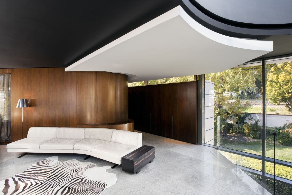 The upper level is dedicated to all the private spaces and the two floors are connected by a spiral staircase as well as an elevator