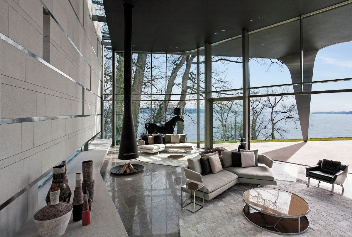 The curved glass wall brings in lots of natural light and exposes the living areas to the amazing scenery