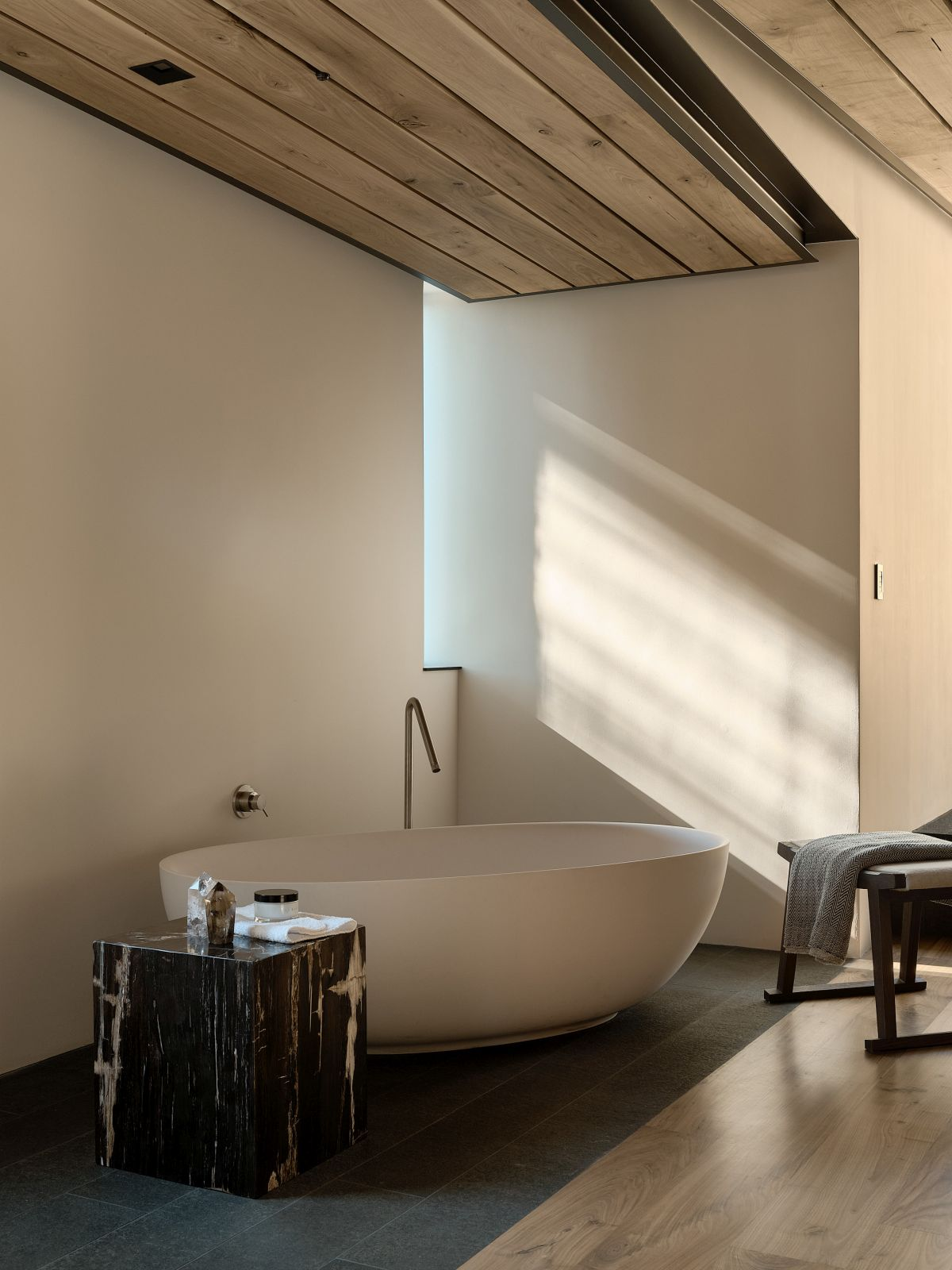 Each and every space is infused with beauty and luxury, ultimately looking very refined and elegant