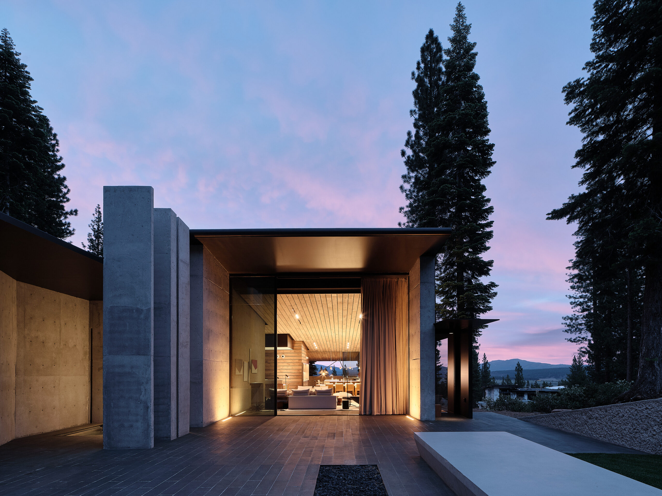 The views and the beautiful surrounding landscape are the focal point of the house