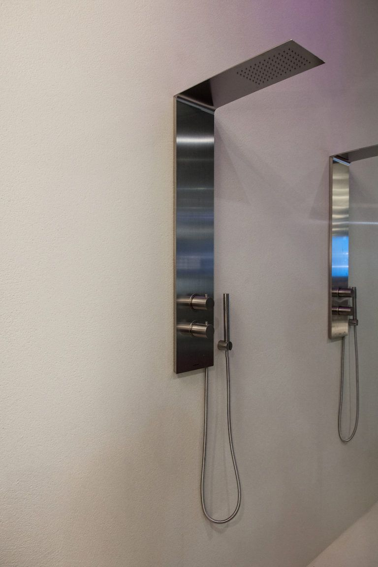 Luxe shower heads come in all kinds of styles and sizes.