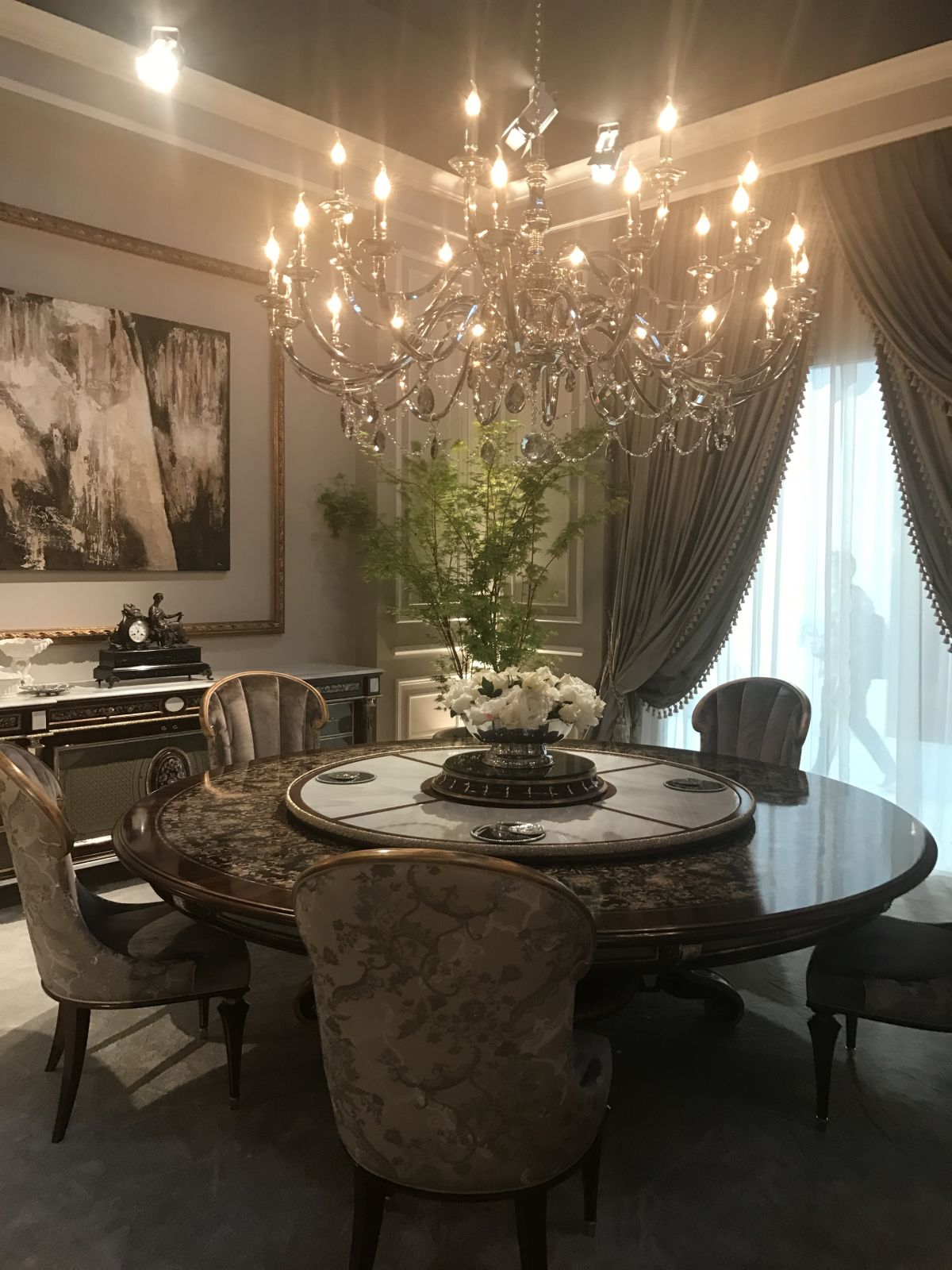 This Baroque dining room does not have an overabundance of gilding.