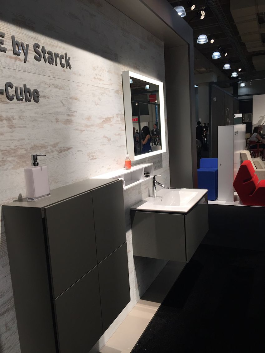 L-Cube bathroom furnishings by Duravit can be combined with any of the fixtures. Here, they are set with the Cape Cod line.