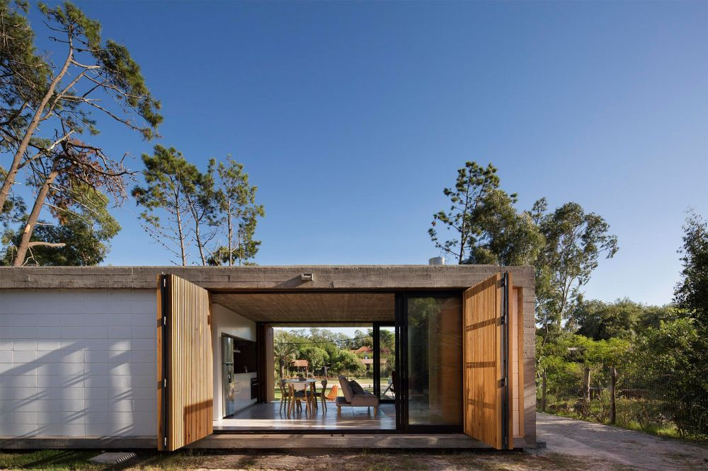 Both the wooden panels and the sliding glass doors can be opened to fully expose the interior spaces to the outdoors