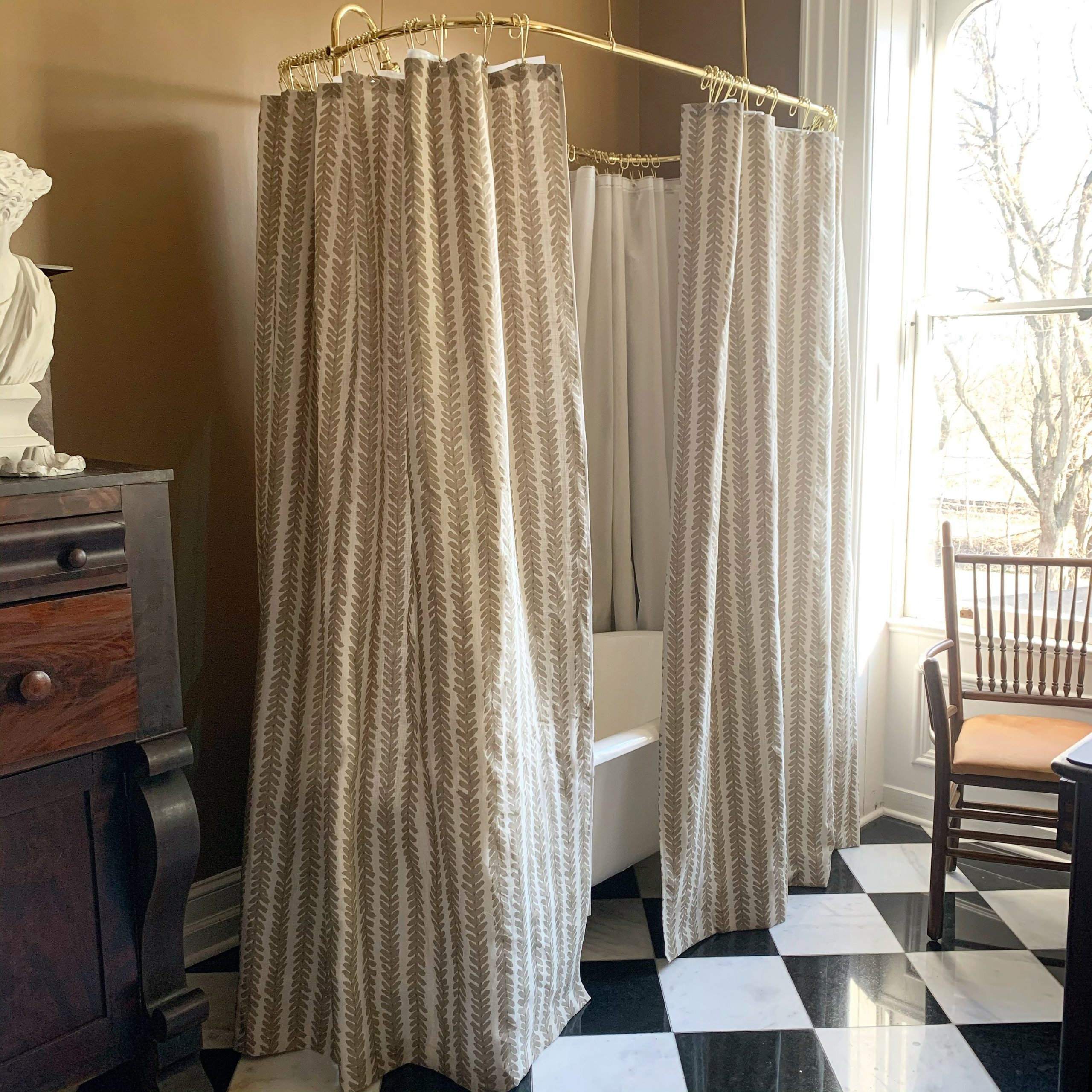 Match the Shower Curtain to the Walls