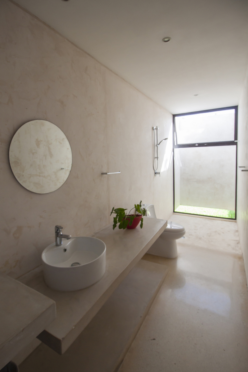 The bathroom has a simple and zen decor, which makes its small dimensions a great fit