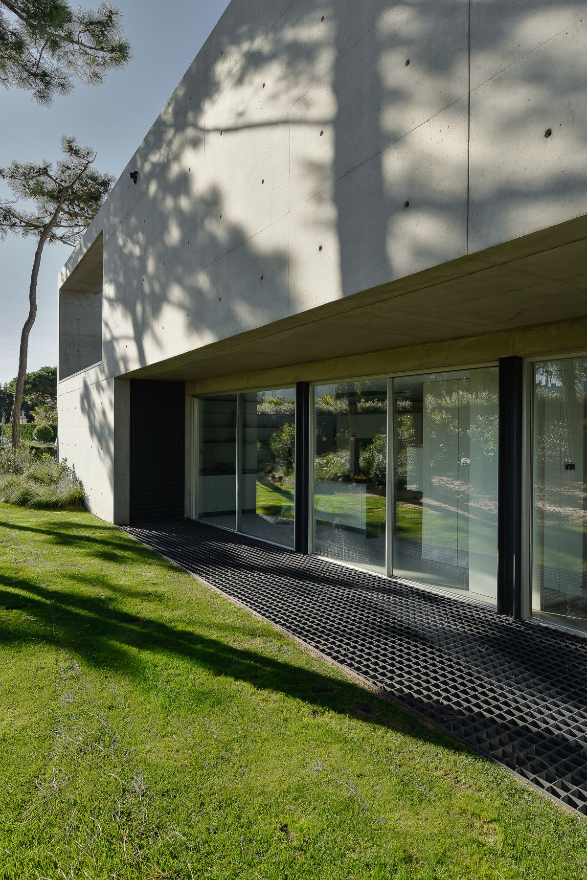 Minimalist, functional surfaces like this work with the style of the structure.