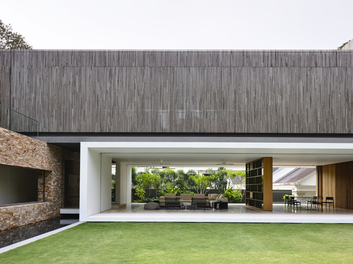 In comparison, the upper volumes feature gray tones and have a simpler and more linear facade design