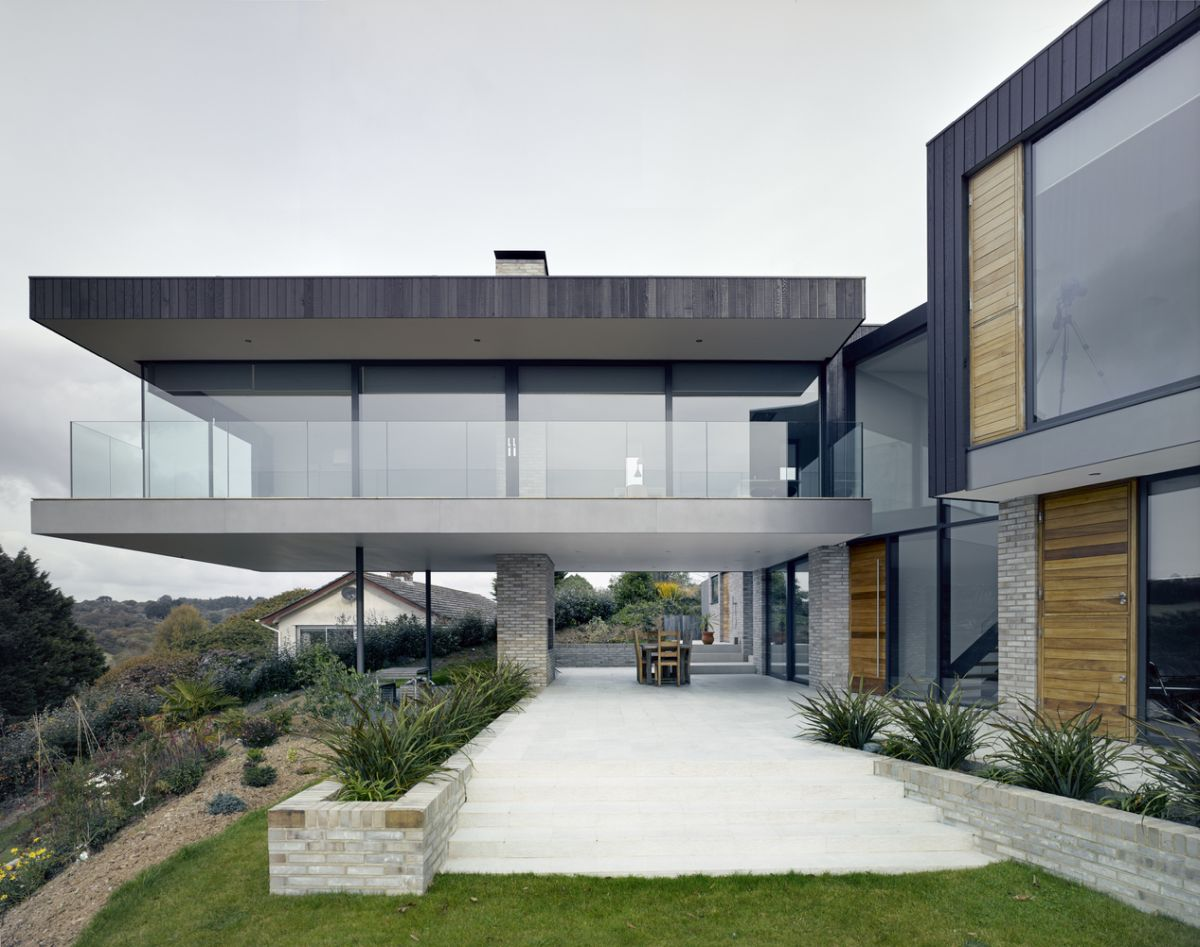 The ground floor spaces extend onto an open deck with one section placed below the cantilevered wing