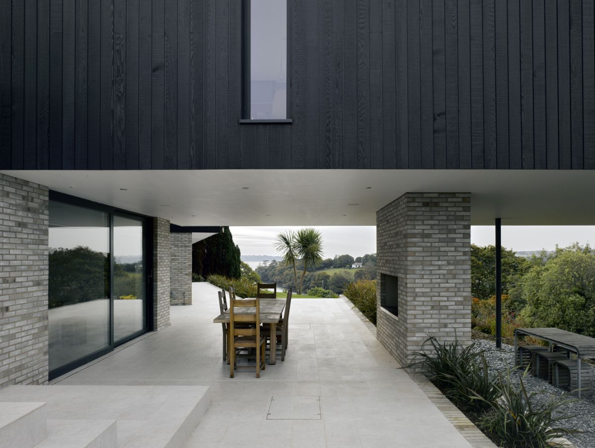 A separate barbecue area is set up next to the deck, at a lower level and closer to the valley