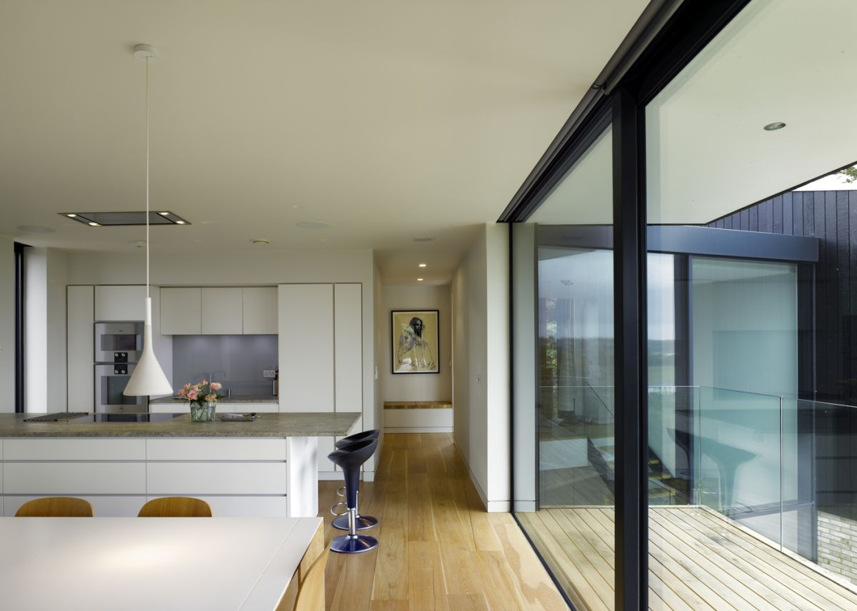The interior design as a whole is simple, intentionally uncomplicated so that the views can remain the focal points of the spaces