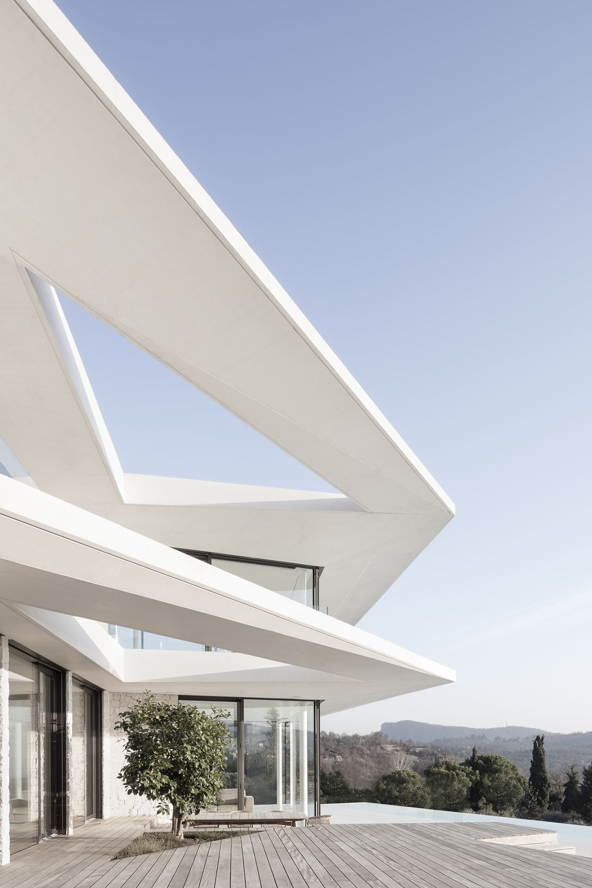 The shape of the roof including the skylight is mimicked on the floor below
