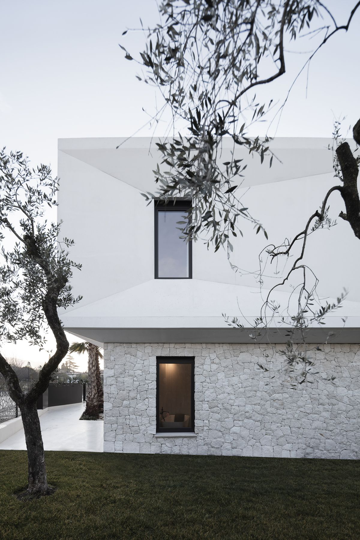 The ground floor of the house is clad in locally-sourced natural stone with gives it a beautiful texture