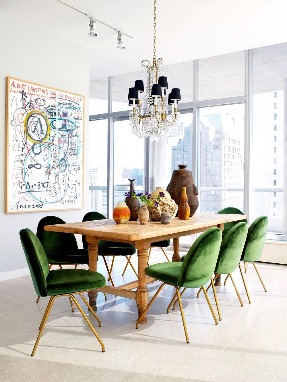 Greenery and wood go hand in hand and that makes this set look familiar in a very natural way