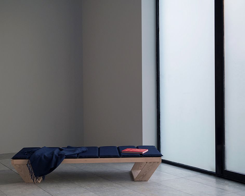 Modern daybed for a minimalistic design