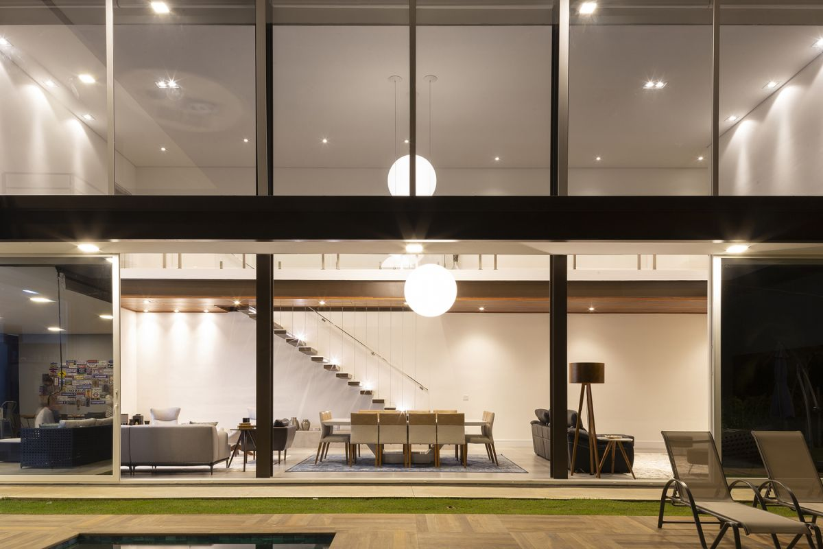 The living area is a double-height volume with huge windows and a wonderfully strong bond with the outdoors