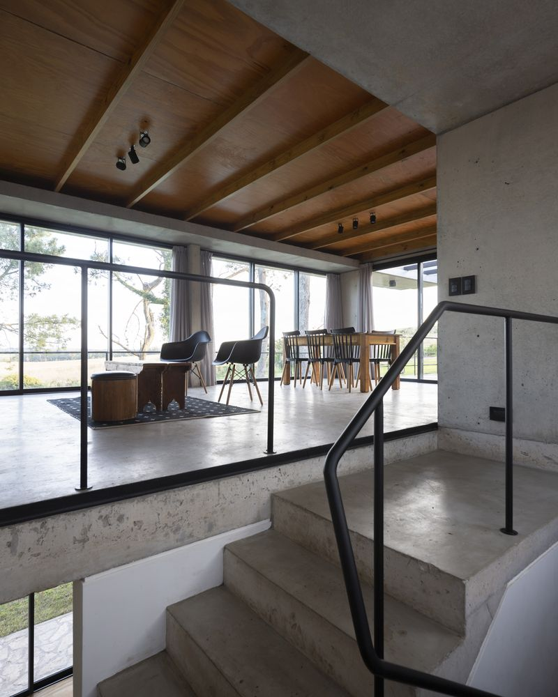 The concrete shell gives the house a robust and solid look and creates an eclectic vibe inside