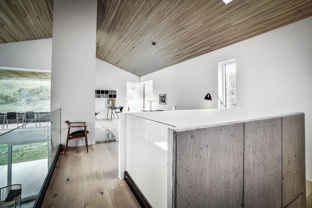 The interior design is simple, defined by crisp white walls, wooden floors and matching ceilings