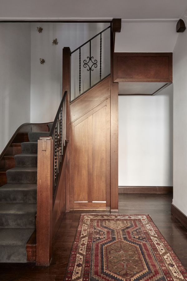 The old and the new sections have contrasting styles which blend harmoniously in the middle